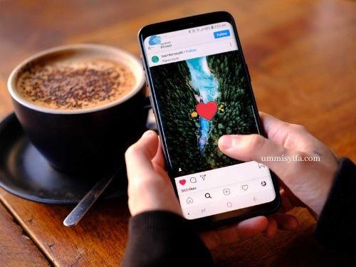 Menikmati Media Sosial