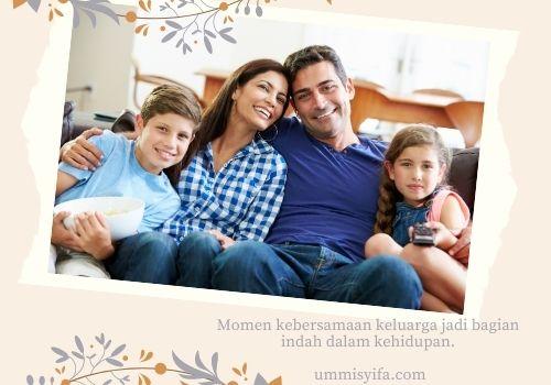 Nonton Televisi Bersama Keluarga